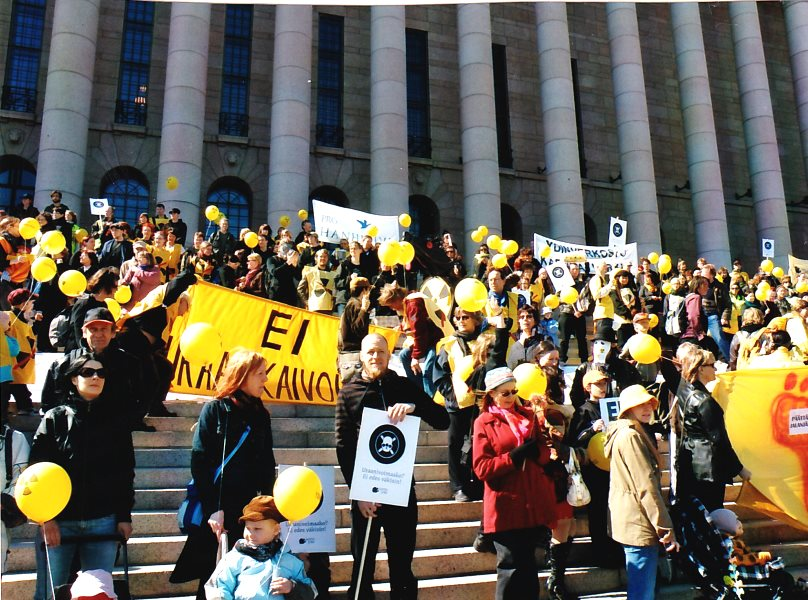 A demonstration against nuclear power outside the Finnish Parliament, April 2009. Photo: Ulla Klotzer.