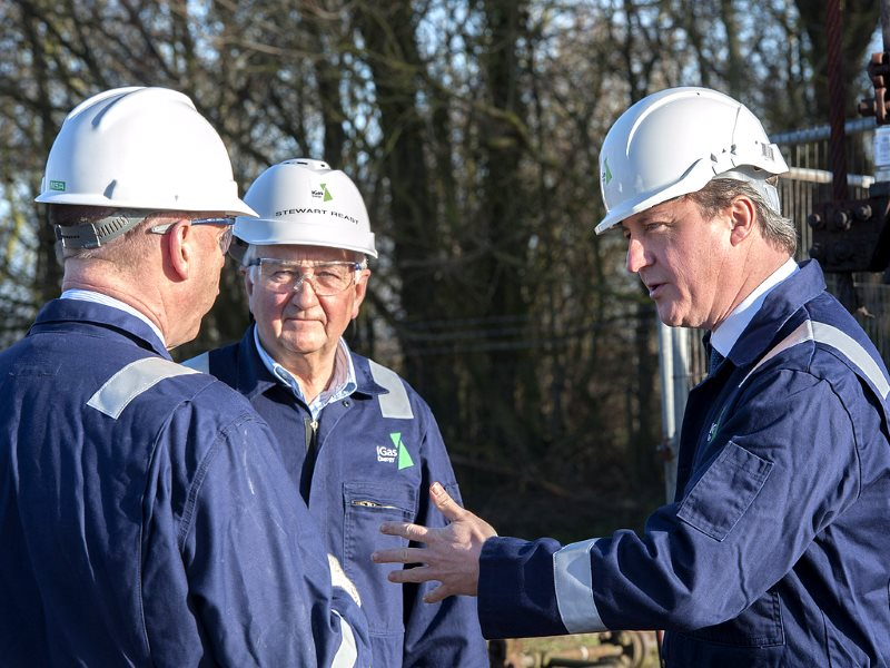 Prime Minister David Cameron at an IGas fracking site in Gainsborough on 13th January 2014, Photo: Number 10 (CC BY-NC-ND).
