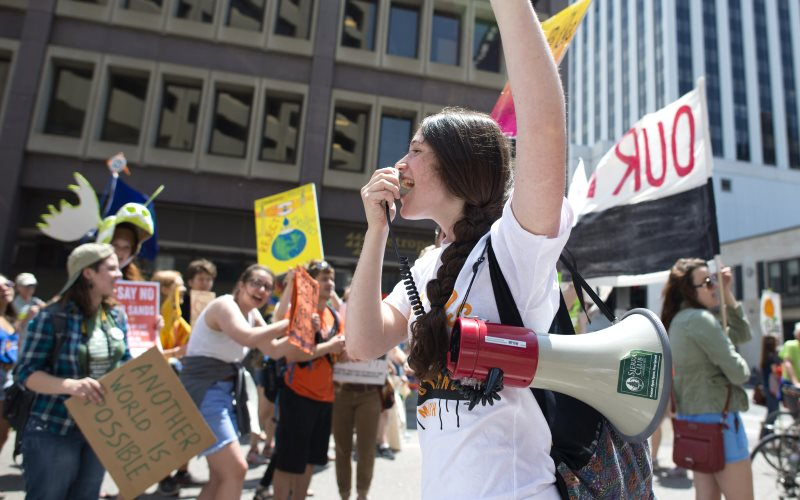 Thousands marched through St. Paul Minnesota for the tar sands resistance event on 6th June 2015. Protesters called for the end of using tar sands oil, clean water and clean energy. Photo: Fibonacci Blue via Flickr (CC BY).