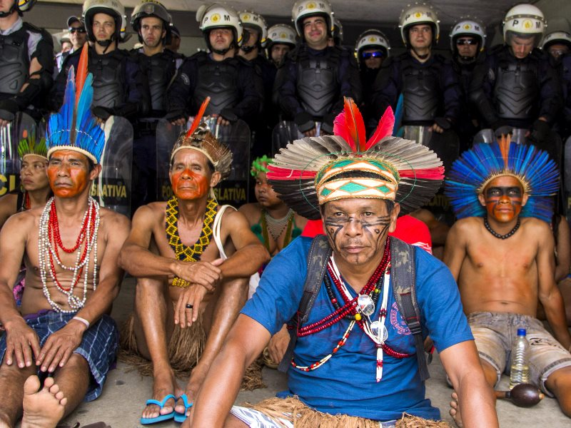 Indigenous representatives of multiple ethnicities were barred from Brazil's Congress building last 16th December when they gathered to oppose PEC 215. Photo: Ninja Midia via Flickr (CC BY-NC-SA).