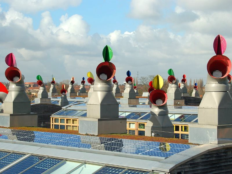 Roofscape: the 'BedZED' (Beddington Zero Energy Development), the UK's largest and first carbon-neutral eco-community, was completed in 2002. Photo: Tom Chance from Peckham via Wikimedia Commons (CC BY-SA).