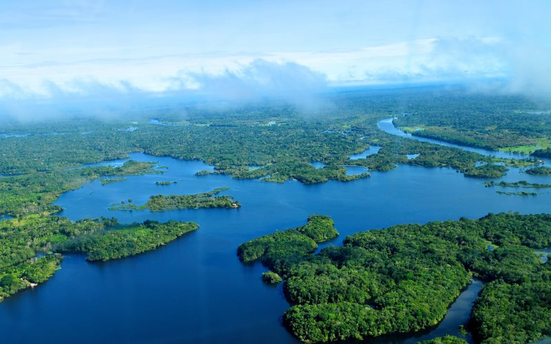Aerial view of the Amazon rainforest, near Manaus, an area affected by fracking licences. Photo: Neil Palmer / CIAT for CIFOR on Flickr (CC BY-NC-ND).