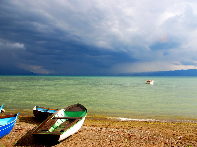 View across Lake Ohrid with small boats. Photo: Jaime Pérez via Flickr (CC BY-NC).