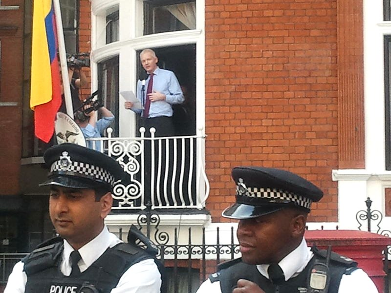 Julian Assange speaking at the balcony of the Ecuador Embassy in London, 19th August 2012. Photo: wl dreamer via Wikimedia (CC BY-SA).