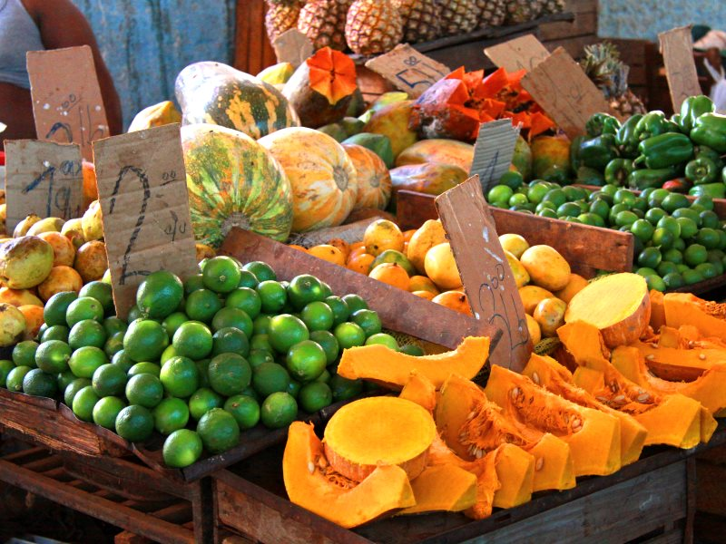 Vegetable stall in the Old Havana market, Cuba. Photo: Guillaume Baviere via Flickr (CC BY).