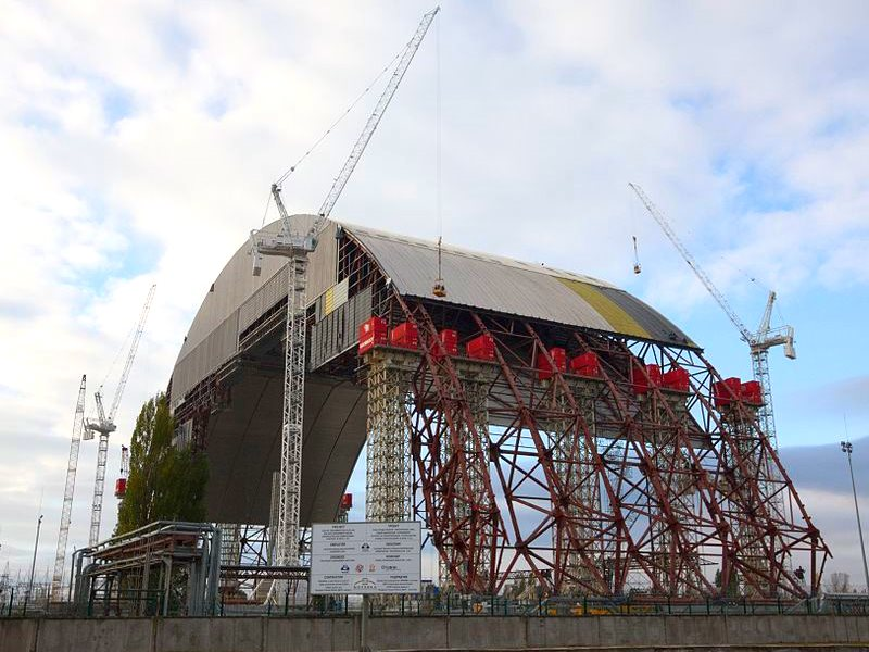 Under construction: the New Safe Confinement arch at Chernobyl Nuclear Power Plant, 23rd October 2013. Photo: Tim Porter via Wikimedia Commons (CC-BY-SA).