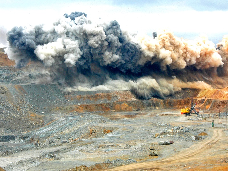 Drilling and blasting creates large volumes of radioactive dust. Photo: Andrey Serebryakov
