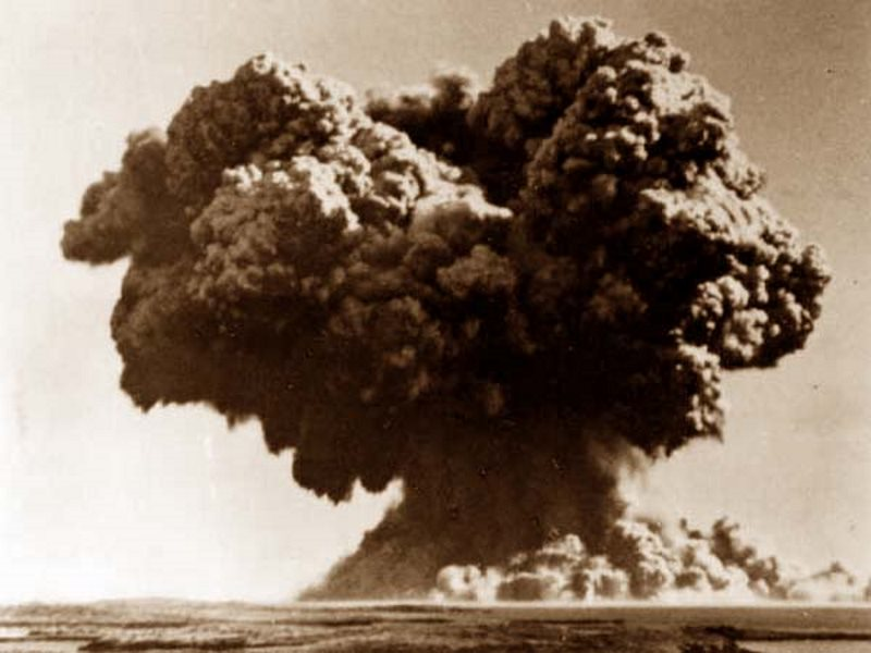 Explosion cloud from the UK's Operation Hurricane atomic bomb test on Australia's Montebello Islands, 3rd October 1952. Photo: Wikimedia Commons (Public domain).