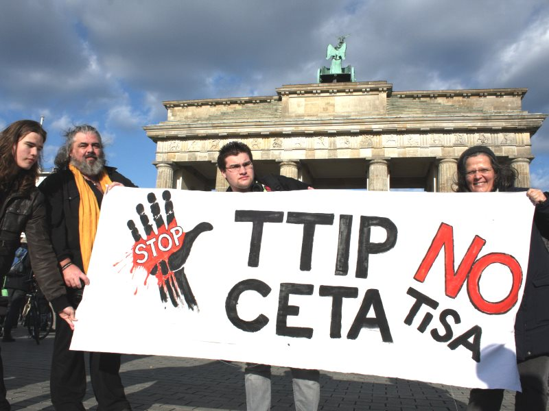 Global action day against TTIP, CETA & TiSA, 18th April 2015 in Berlin. Photo: Cornelia Reetz / Mehr Demokratie via Flickr (CC BY-SA).