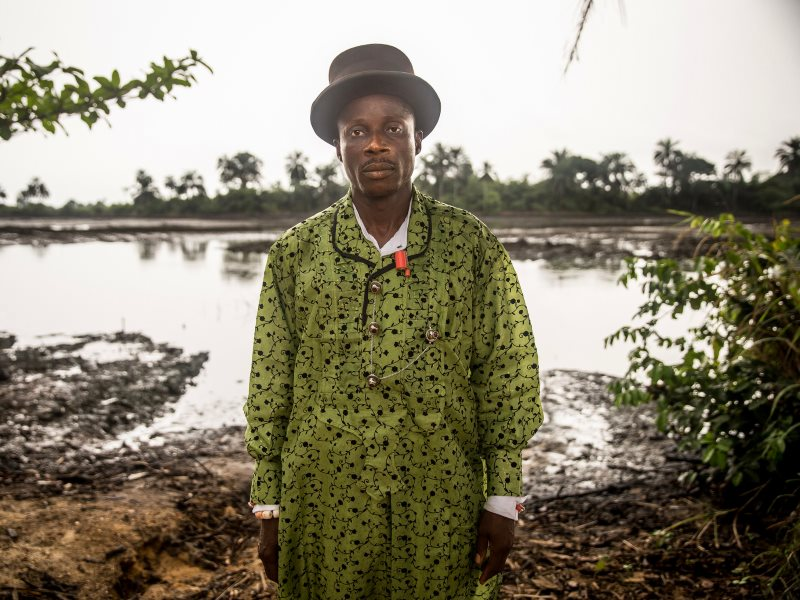 Eric Dooh from Goi, plaintiff in the Dutch court case against Shell for oil pollution in the Niger Delta, Nigeria, a biodiversity hotspot in which conflict has been raging for decades. Photo: Milieudefensie / Akintunde Akinleye via Flickr (CC BY-NC-SA).