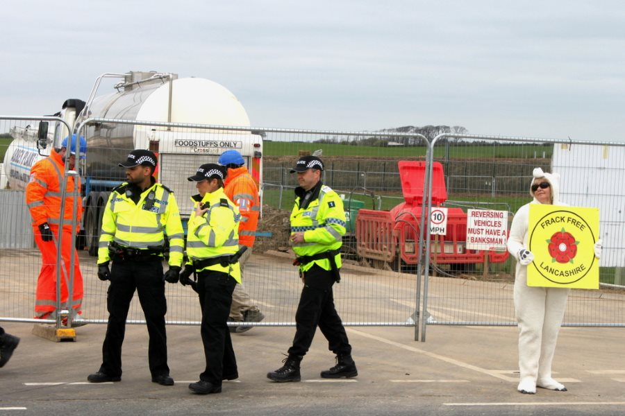 Everyday life at the Preston New Road fracking site. Photo: Mat Hope / DeSmog UK (CC BY).