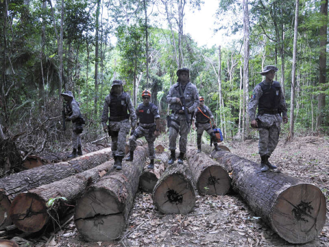 Soldiers at an illegal logging camp on Awá land. The Brazilian government has mounted a huge operation to evict illegal invaders from the Awá's forest. © Mário Vilela / FUNAI.