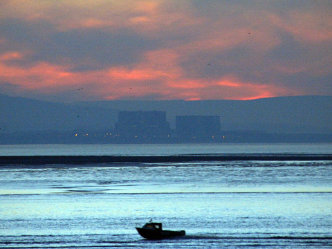 Hinkley Point A (right) twin magnox and Hinkley Point B (left) AGR nuclear power stations in Somerset, across the River Parrott in Burnham. Photo: Joe Dunckley via Flickr.com.