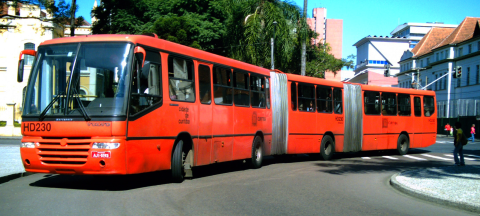 Curitiba's train-length buses simplify sustainable transit for the masses. Photo: Wikimedia Commons.