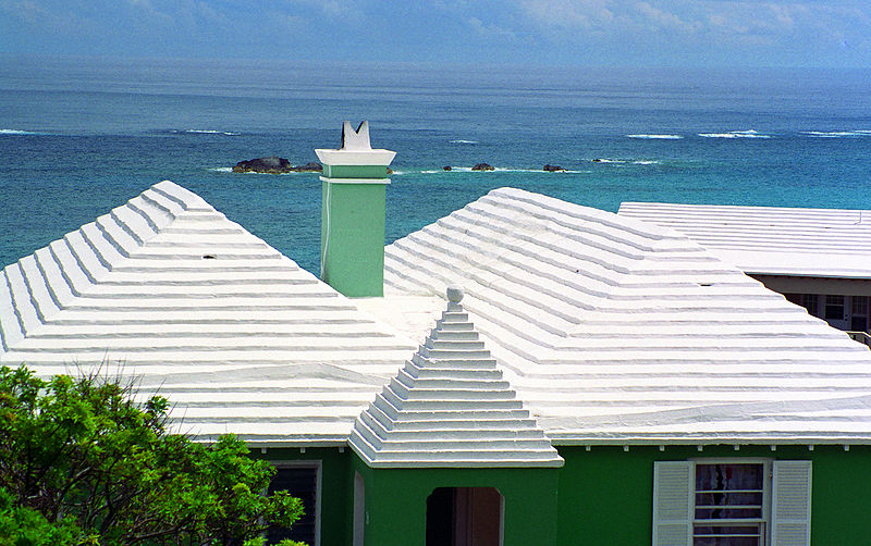 White roofs are widespread in Bermuda, where they help keep buildings cool under the hot sun. Photo: Acroterion / Wikimedia Commons.