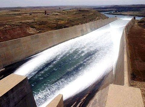 The Mosul dam spillway. Photo: United States Army Corps of Engineers / Wikimedia Commons.