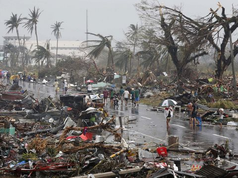 Typhoon Haiyan - the aftermath, 10th November 2013. Photo: Reuters / Erik De Castro via Mans Unides / Flickr.