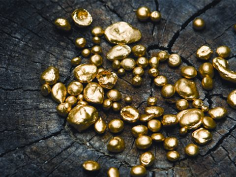 To help artisanal miners stop poisoning themselves and the environment around them with mercury, only ever buy Fairtrade stamped gold jewellery. Photo: Fairgold.org.