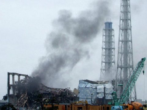 Black smoke at Fukushima Daichi, 24th March 2011. Photo: deedavee easyflow via Flickr.
