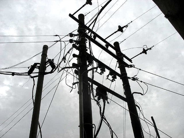 Crossed wires? Power lines in Miango, Plateau State, Nigeria. Photo: Mike Blyth via Flickr (CC BY-NC-SA 2.0).