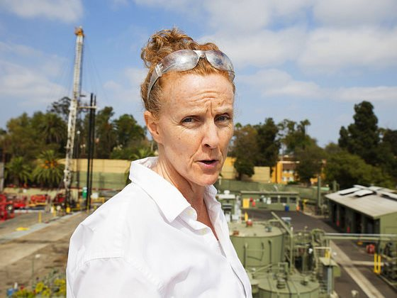 Donna Ann Ward, co-founder of CoWatchingOil LA, overlooks the Murphy Oil fracking site in residential Los Angeles. She and many other Angelinos believe that fracking wells in the city are responsible for severe public health impacts. Photo: Sarah Craig /