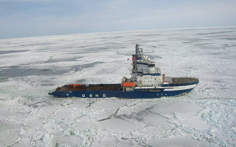 The icebreaker MSV Fennica, which now has a metre-long gash in its hull below the waterline. Photo: Marcusroos vis Wikimedia Commons (CC BY-SA).