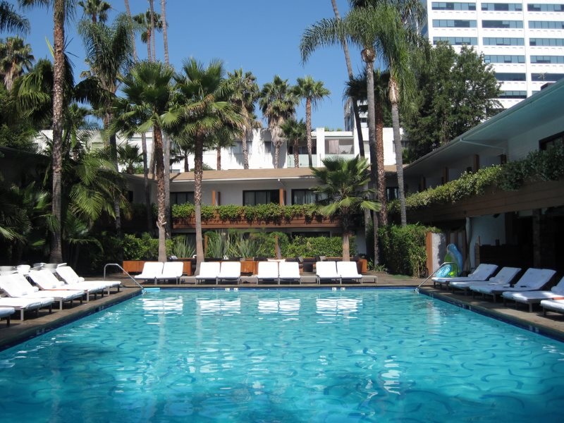 How's that for a battery? Swimming pool at the Roosevelt, Hollywood, La, California. Photo: Bill Keaggy via Flickr (CC BY-NC-SA).