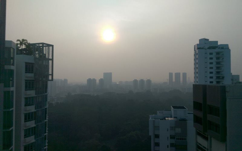 Sun sinking in smoke from Indonesia's burning forests and peatlands, Singapore, around 6pm on 21st September 2014. Photo: Yvonne Perkins via Flickr (CC BY).