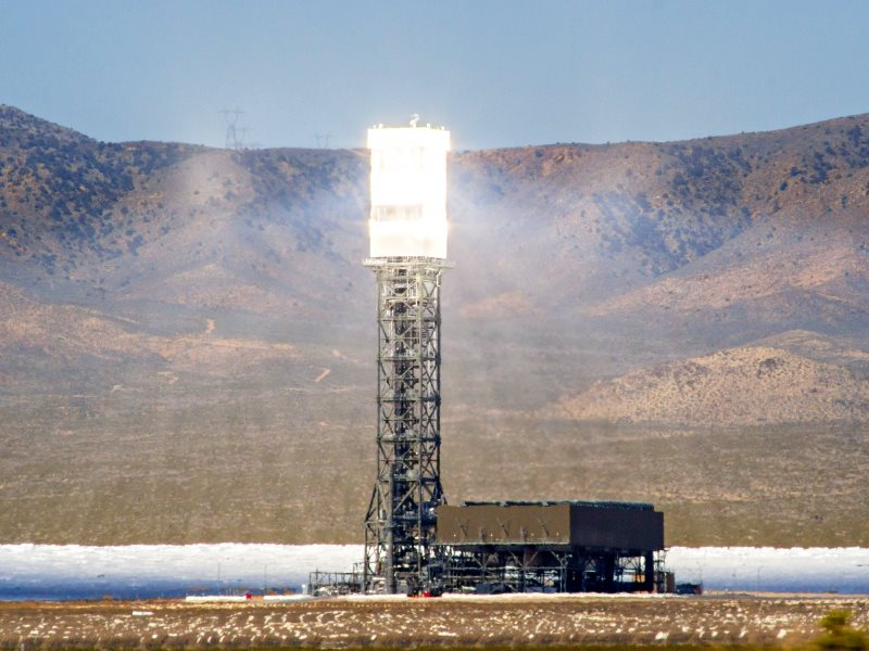 Nothing wrong with nuclear fusion - but let's just keep it gravitationally contained, and 150 million kilometres away! A solar tower in Nevada, USA, harnessing the power of the sun. Photo: Rick Bolin via Flickr (CC BY-NC-SA).