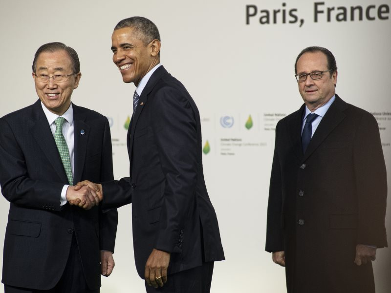 Francois Hollande, Barack Obama et Ban Ki-moon at COP21. Photo: Benjamin Géminel / COP PARIS via Flickr (Public Domain).