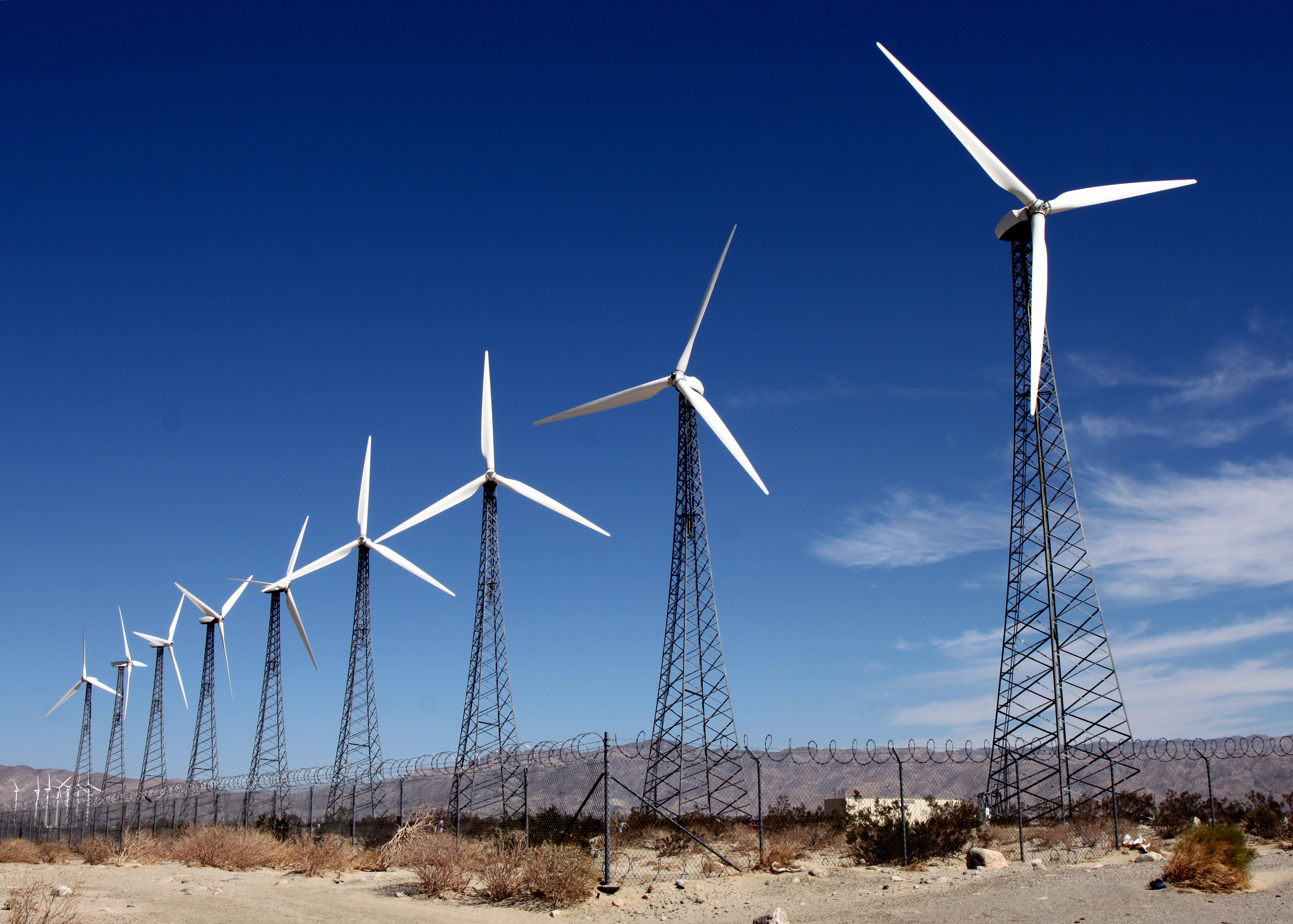 Wind farms such as these in Palm Springs, California could be the answer to low-cost energy throughout the US. Photo: Prayitno Hadinata via flickr (CC BY-ND 2.0)