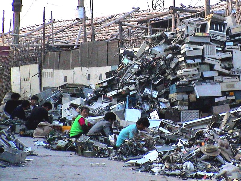 E-scrapping operation in Guiyu, China, breaking down imported computers. Over 100,000 migrant workers labor in hundreds of small operations like this one in a four-village area surrounding the Lianjiang River. Photo: baselactionnetwork via Flickr (CC BY-N
