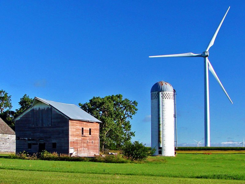 Wind turbines in Iowa, USA, one of the states that's leading the way on wind energy. Photo: Don Graham via Flickr (CC BY-SA).