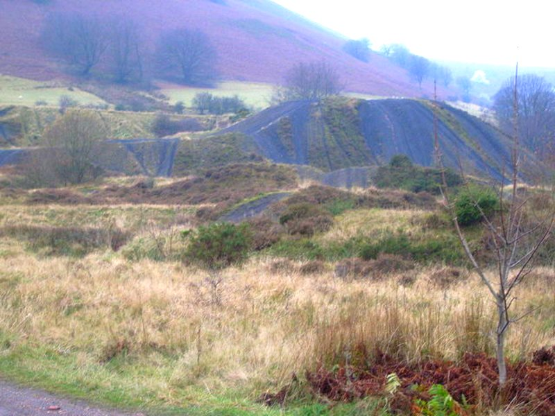 Landscape in South Wales, near Varteg, scarred by slag heaps from deep coal mining. Now coal mining companies want to start all over again with open pit mines. Photo: Nicholas Mutton via geograph.org.uk (CC BY-SA).