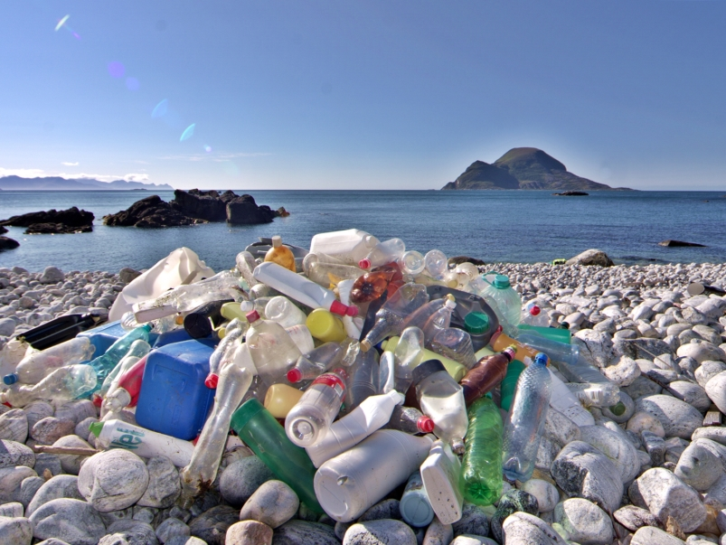 Plastic pollution found on a shoreline in Norway. Photo: Bo Elde via Flickr (CC BY-NC-ND 2.0)
