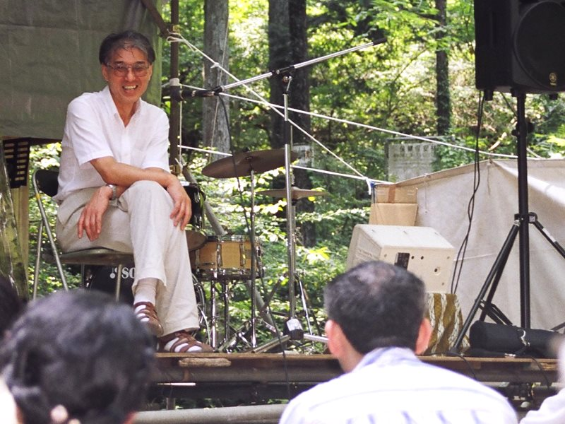 Hiroaki Koide (小出裕章さん) speaking at EcoLaboCamp on Mt Takao, August 2007. Photo: Hanako via Flickr (CC BY-NC).