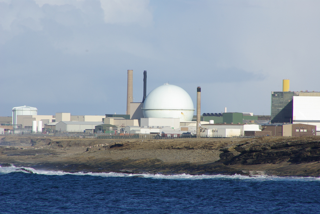 The Dounreay nuclear plant, now undergoing decommissioning, as seen from Sandside Bay in March 2008. Photo: Paul Wordingham via Flickr (CC BY).