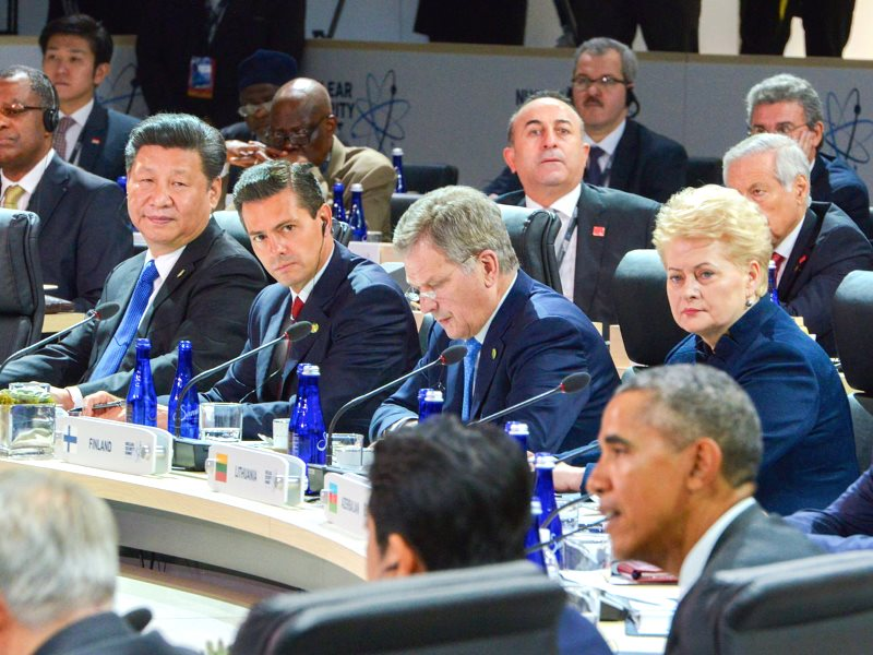 President Barack Obama and other world leaders at the Nulcear Security Summit in Washington DC, 1st April 2016. His visit to Hiroshima this wekk will show whether he's really taking it seriously. Photo: Presidencia de la República Mexicana via Flickr (CC