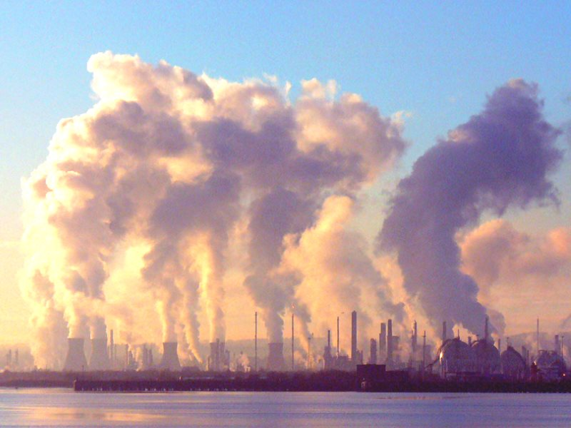The Grangemouth oil refinery in Scotland, UK. Photo: Graeme Maclean via Flickr (CC BY).
