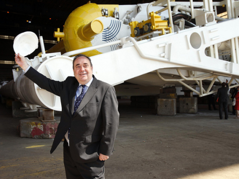 Scotland's First Minister Alex Salmond unveil Aquamarine Powers next-generation Oyster 800. Fife, 13th July 2011. Photo: Scottish Government.