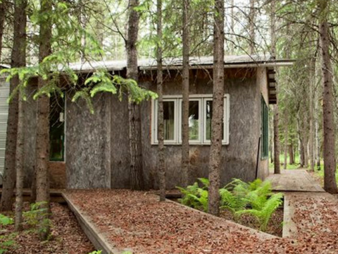 An abandoned home near the Peace River tar sands development zone. Photo: StopBaytex.ca.