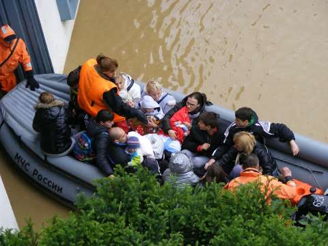 Rescuing vulnerable residents by boat. Photo: Marija Trbojevic / 350.org.