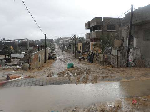 The water that fell this winter is long gone. Gaza floods after thunderstorm Alexa. Photo: Oxfam International via Flickr.