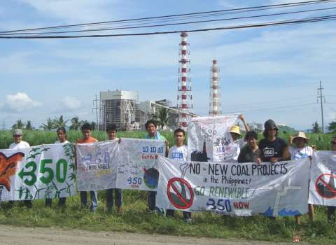 Calaca, Batangas Philippines, protestors say 'No to Coal Calaca Coal Power Plant!'. Photo: 350.org via Flickr.