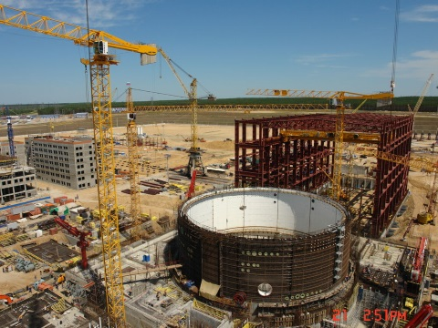 The first of two VVER-1200 reactors - the same kind as intended for Ostrovets - under construction at the Novovoronezh Nuclear Power Plant II in central Russia. Photo: Hullernuc via Wikimedia Commons.