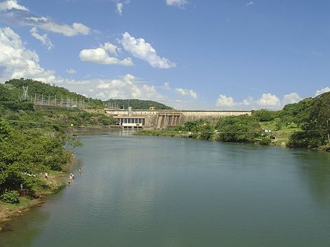Drought has now hit big rivers such as the Paranapanema, heaving reservoirs dry. Photo: José Reynaldo da Fonseca via Wikimedia Commons.