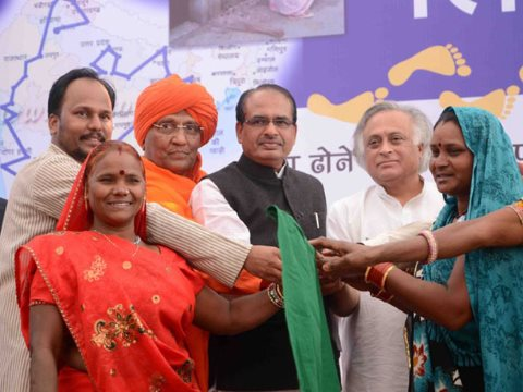 Lalibai (3rd from left) launches the march to end manual scavenging in Bhopal, Madhya Pradesh with social activists and the rural development minister and chief minister of Madhya Pradesh. Photo: © 2012 Rashtriya Garima Abhiyan.