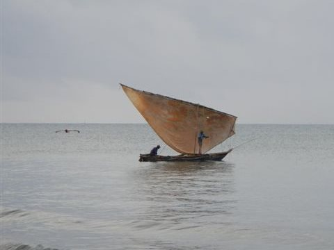 Fishing along the Uvinye coast. Photo: Alejandra Orozco-Quintero.