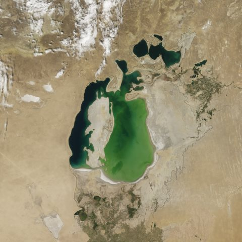 The Aral Sea in August 2000. Photo: NASA.