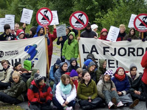 A youth protest against mining at Fordejjorden. Photo: Amanda Orlich / Natur og Ungdom via Flickr.